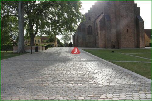 Ved Maribo Domkirke 16
